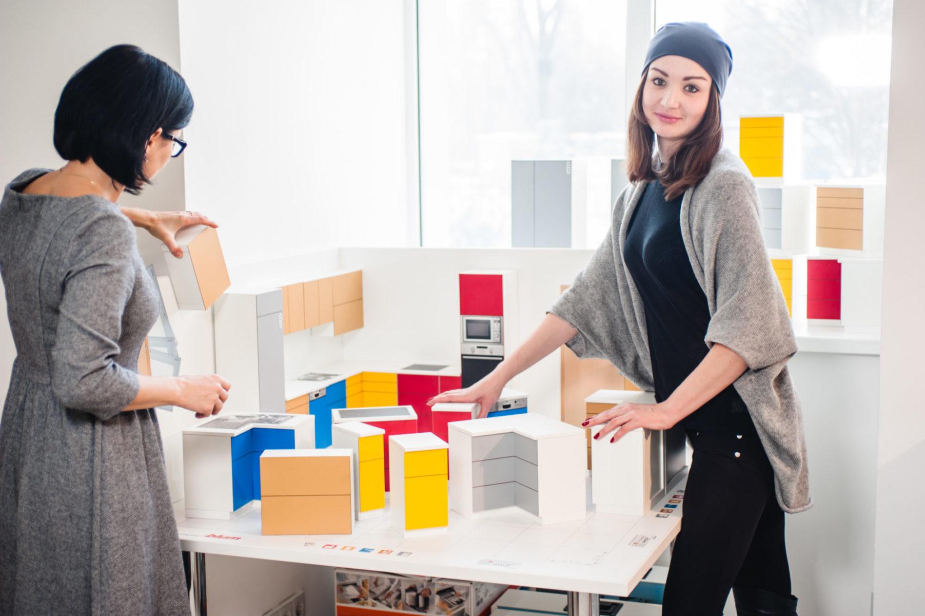 На тест-драйві від Блюм склади омріяну кухню, наче конструктор. Продумай розмір, форму та зонування майбутніх меблів