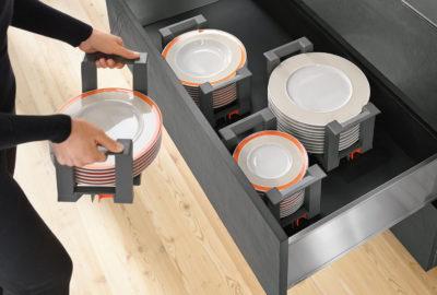 Тримач Блюм для тарілок – стіс із 12 тарілок можна зручно перенести до столу