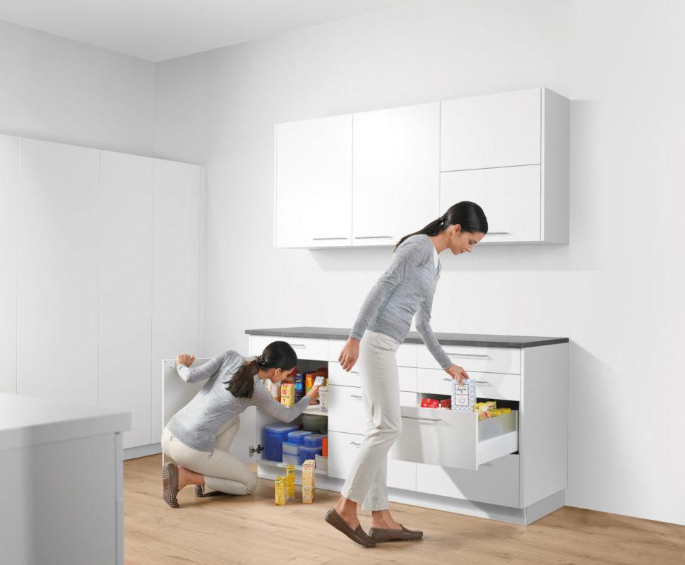 С ящиками Блюм даже маленькую кухню можно сделать удобной и стильной