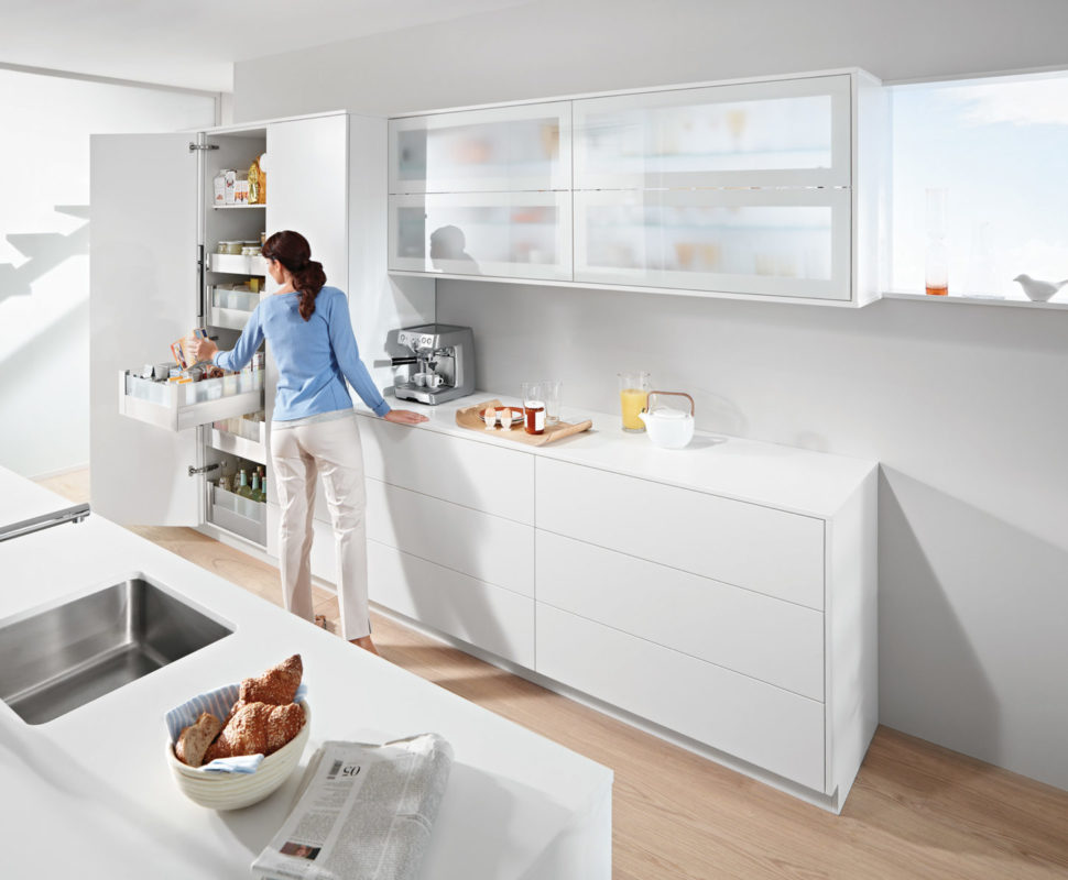 Правильное зонирование кухни, а соответственно и удобное размещение вещей ускоряет рабочий процесс