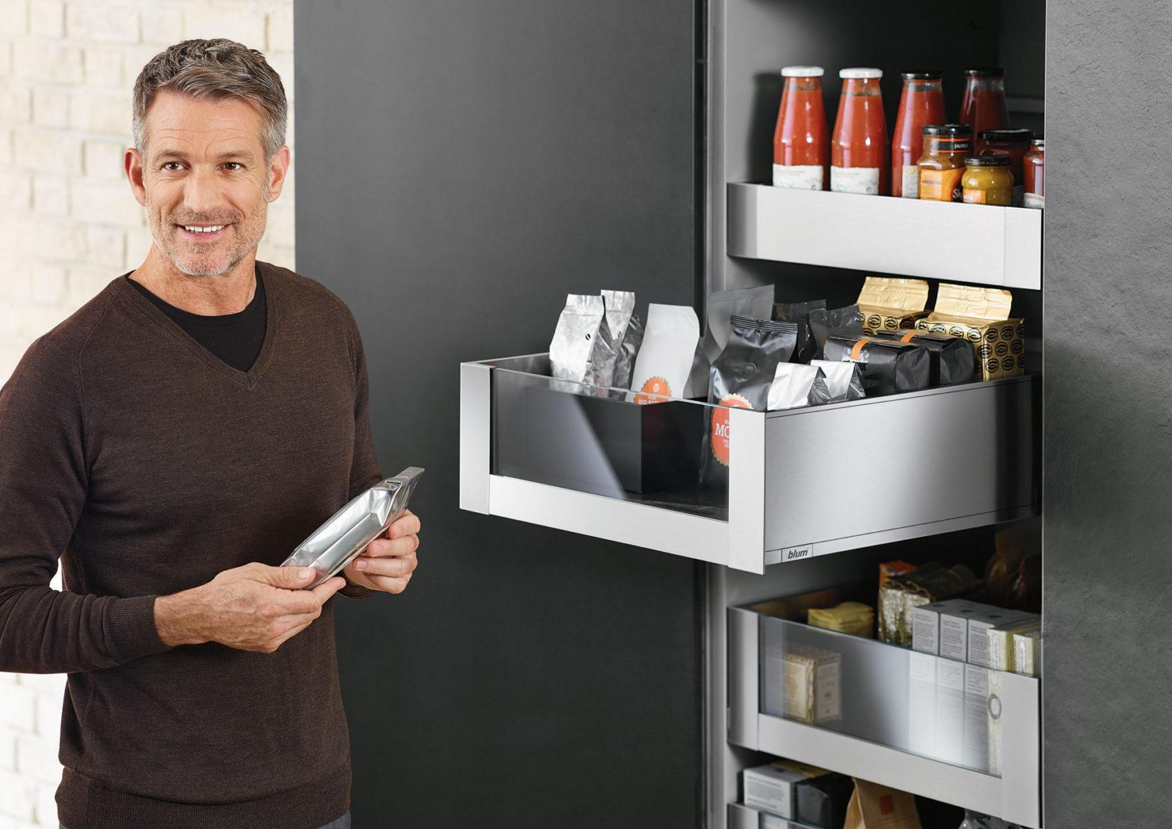 Шафа-колонка SPACE-TOWER ідеальна для зберігання продуктів та може замінити цілу кладовку