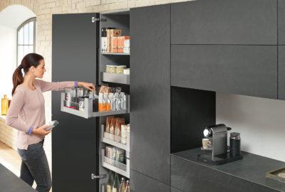 Даже маленькая кухня может быть удобной и вместительной - главное это фурнитура и эргономика