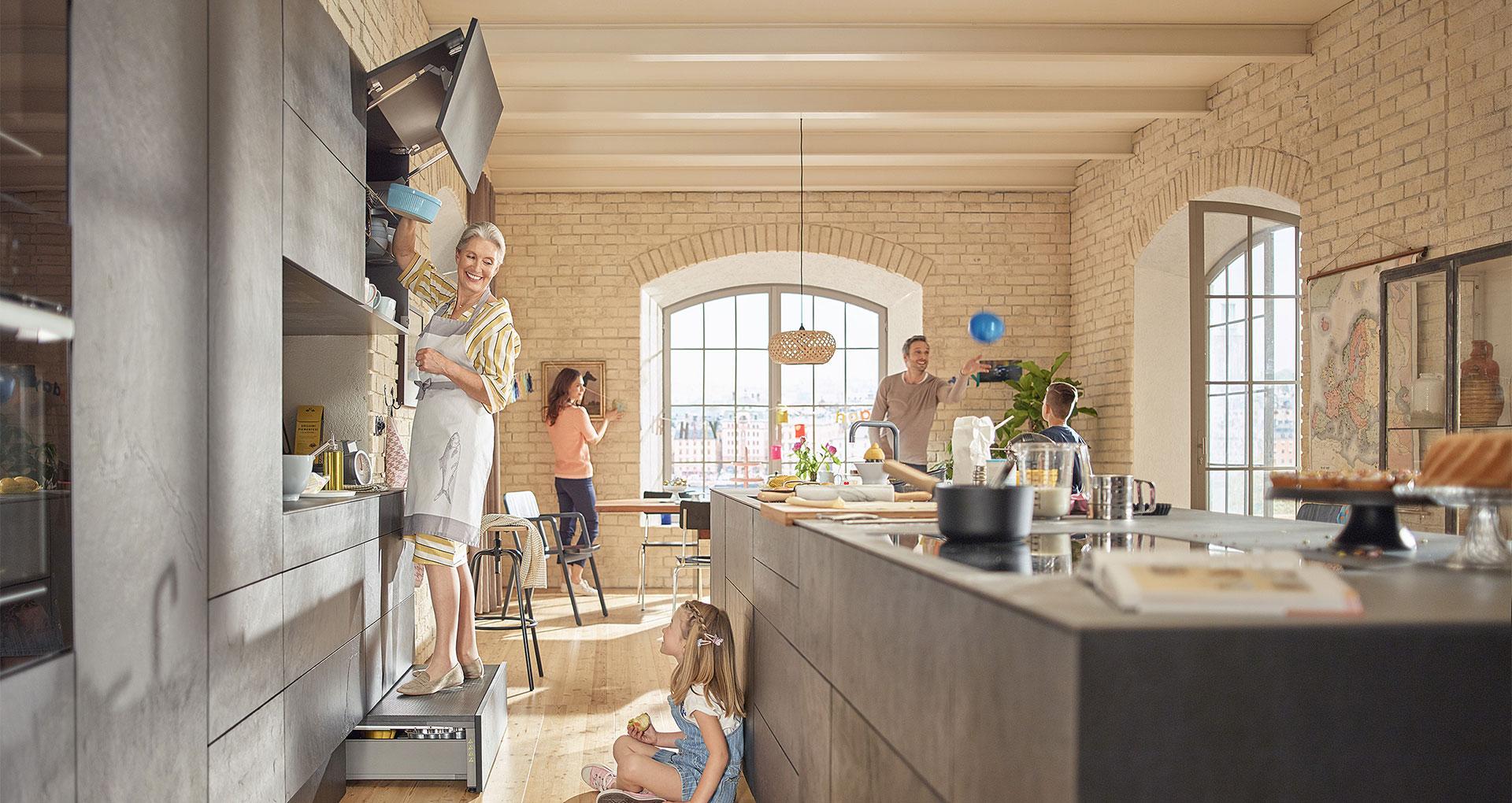 Онлайн-запис на тест-драйв кухні від Блюм у Твоєму місті