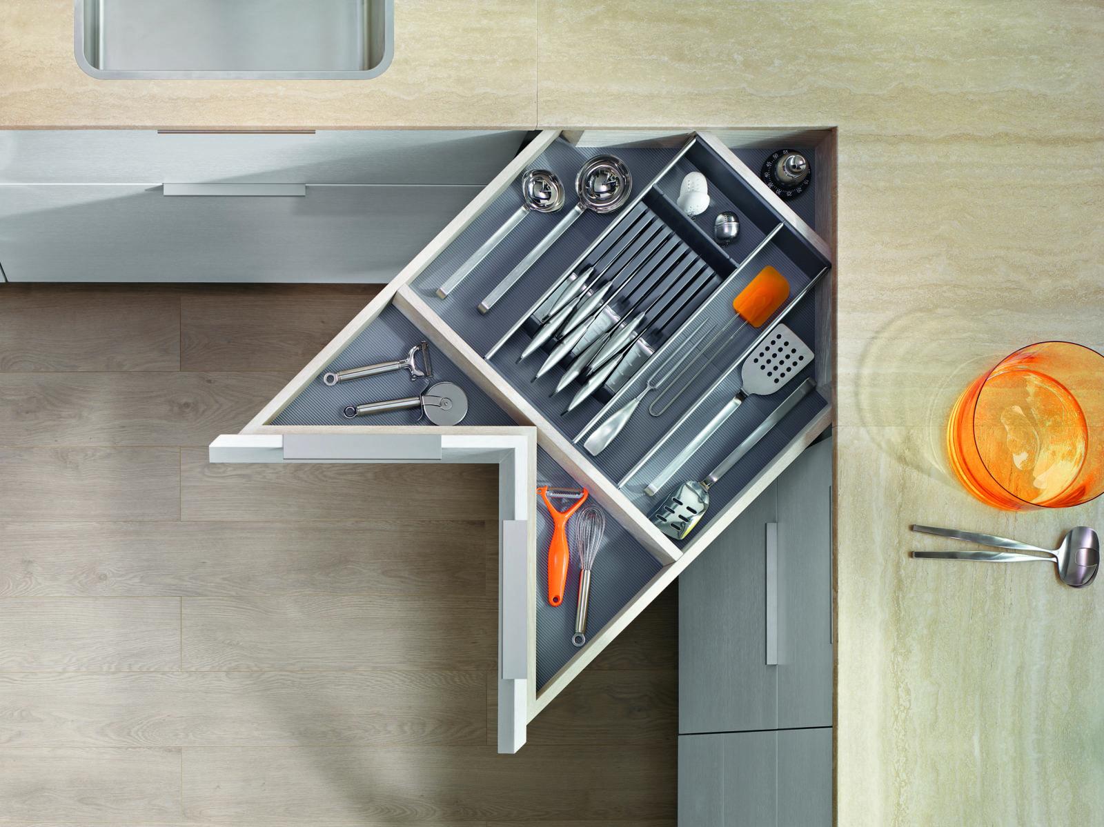 СПЕЙС КОРНЕР від Блюм: ідеальний для проекту маленької кухні