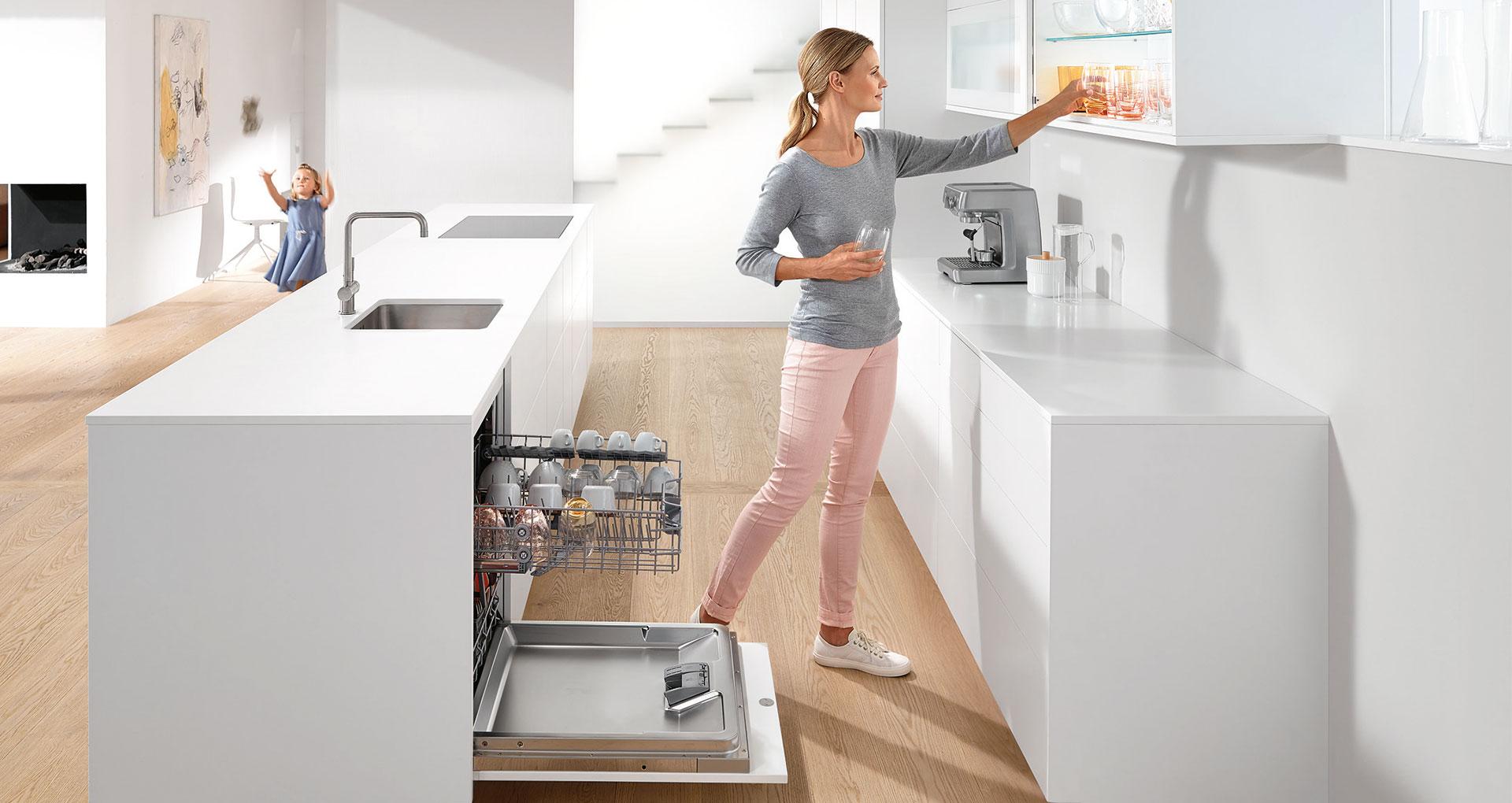 Продумати комунікації на кухні до початку ремонту: розетки, вода, каналізація