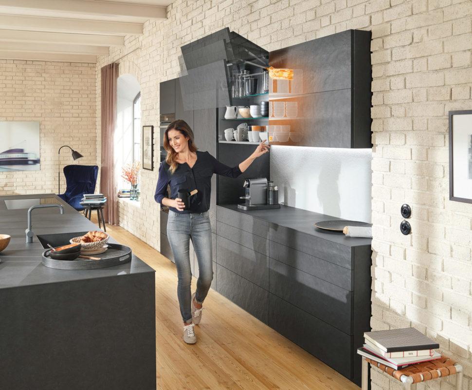 Оборудуйте мебель различными технологиями движения в зависимости от потребностей, чтобы комфортно их открывать и закрывать